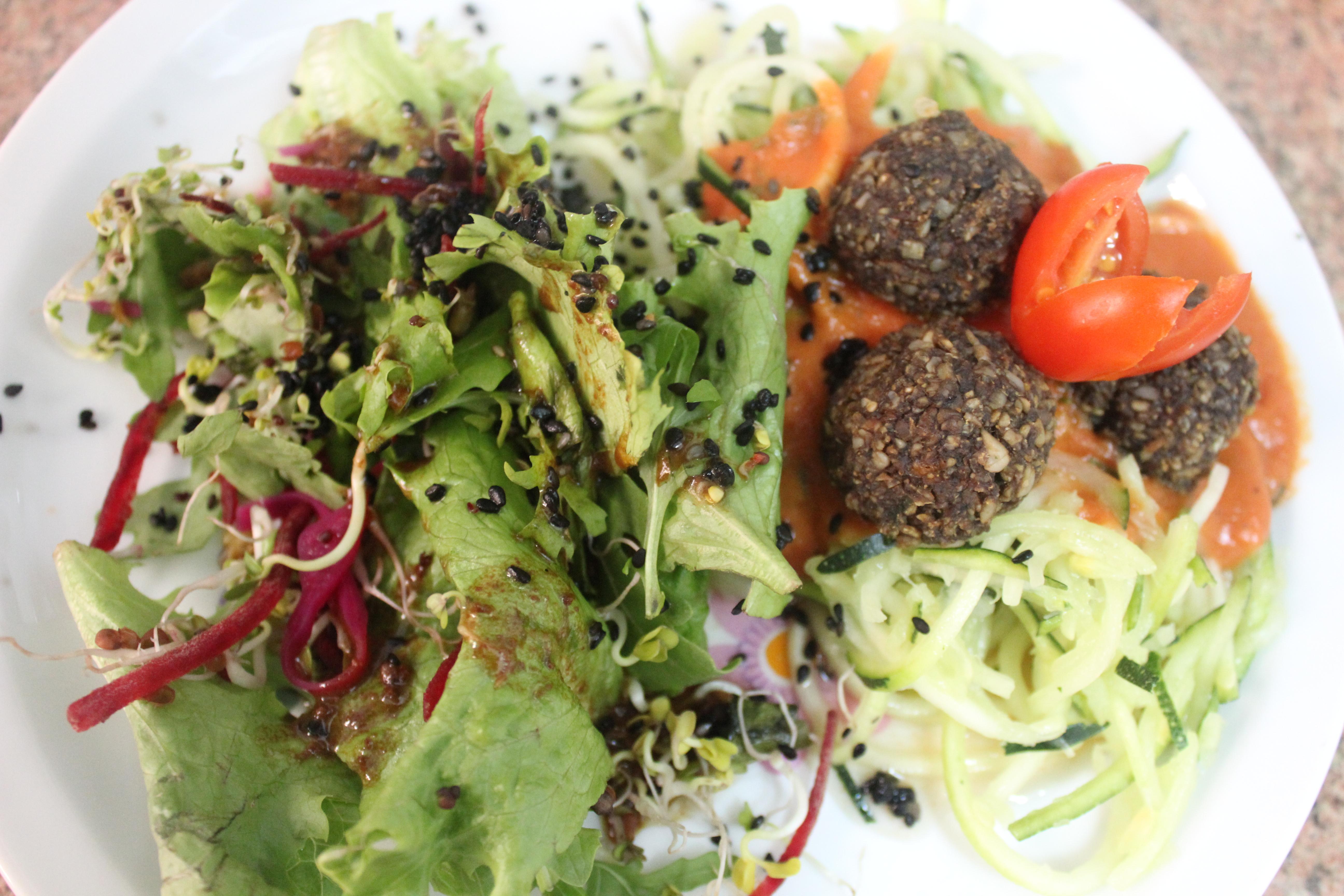 Almôndegas de girassol com Salada